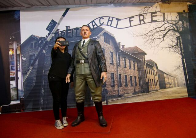 Socha Hitlera v indonéském muzeu De-Mata