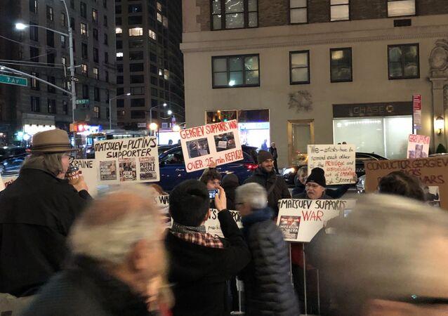 V New Yorku před koncertem Mariinského divadla proběhla protestní akce