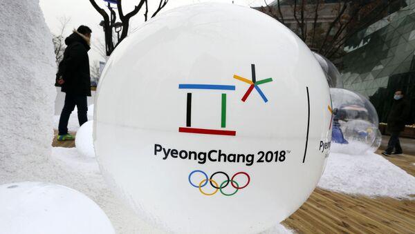 Socha s logem Zimních olympijských her 2018 v Pchjongčchangu - Sputnik Česká republika