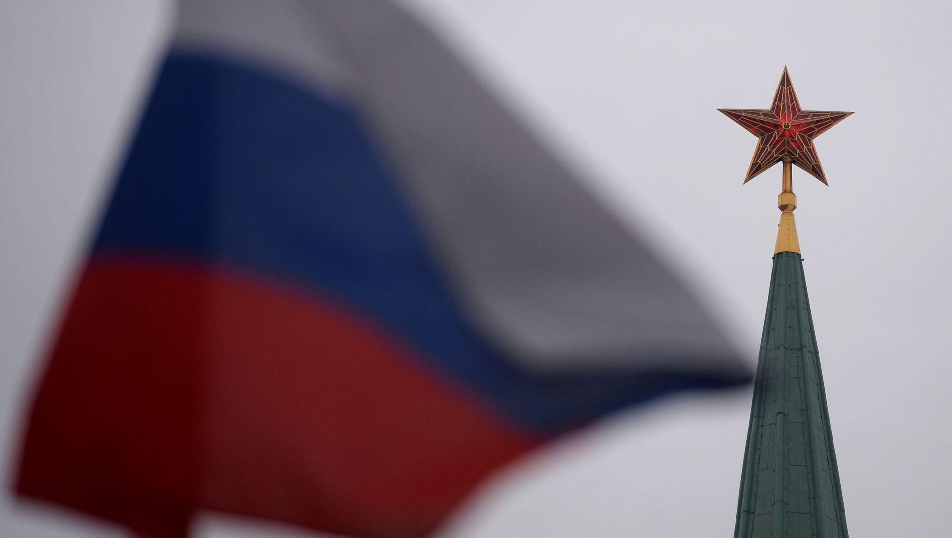 Ruská vlajka a Kreml - Sputnik Česká republika, 1920, 05.04.2021