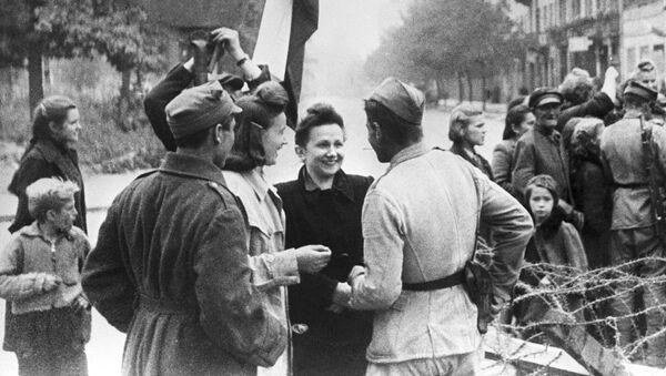 Názor obyvatele Varšavy na příslušníky Rudé armády - Sputnik Česká republika