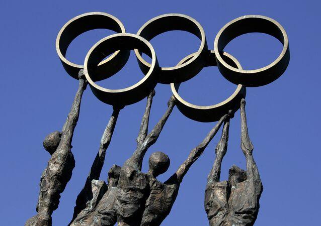 Socha před sídlem Mezinárodního olympijského výboru v Lausanne