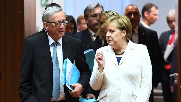 Jean-Claude Juncker a Angela Merkelová - Sputnik Česká republika