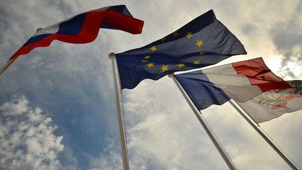 Vlajky Ruska, EU, Francie - Sputnik Česká republika