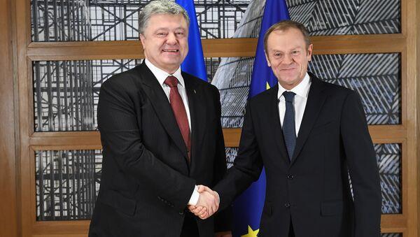 Petro Porošenko a Donald Tusk v Bruselu - Sputnik Česká republika
