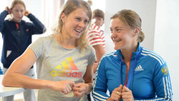 Jana Romanovová (vlevo) s Jekatěrinou Jurlovovou. Ilustrační foto - Sputnik Česká republika