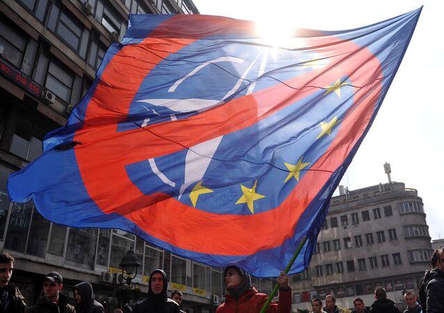 Demonstrace proti NATO v Bělehradu, Srbsko.