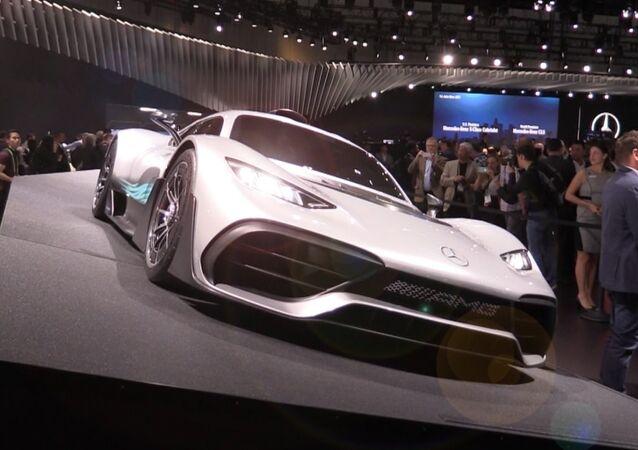 Mercedes představil nový hybrid