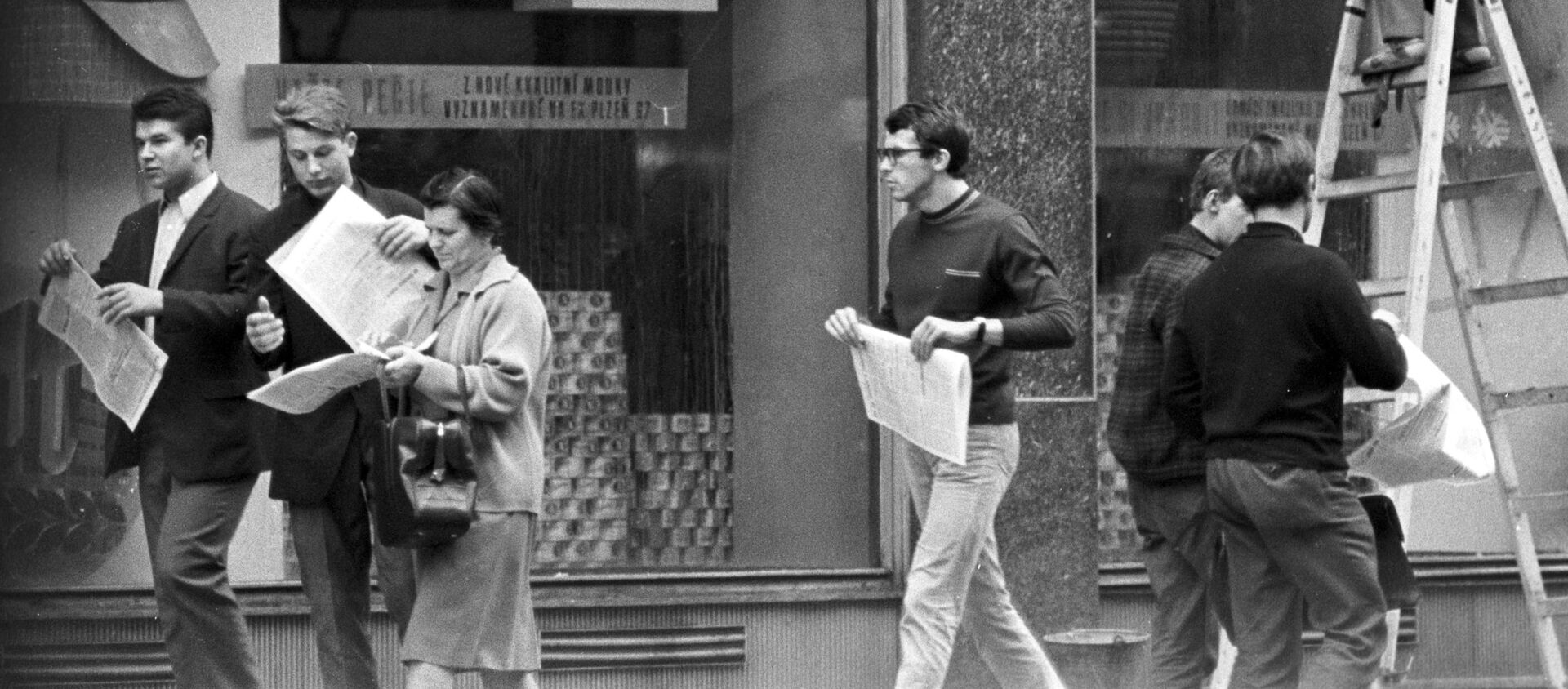 На улицах Праги, 1968 год  - Sputnik Česká republika, 1920, 25.08.2020