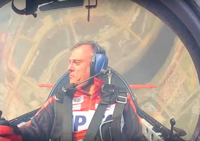 Sovětská škola: mistr Španělska v letecké akrobacii létá na Su-31