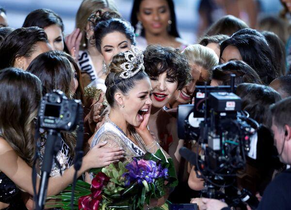 Demi-Leigh Nelová-Petersová z Jihoafrické republiky dostala titul Miss Universe 2017 - Sputnik Česká republika