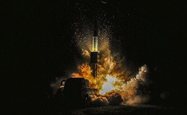 Start jihokorejské rakety Hyunmoo II - Sputnik Česká republika