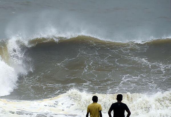 Velké vlny na pobřeží Kolomba, Srí Lanka - Sputnik Česká republika