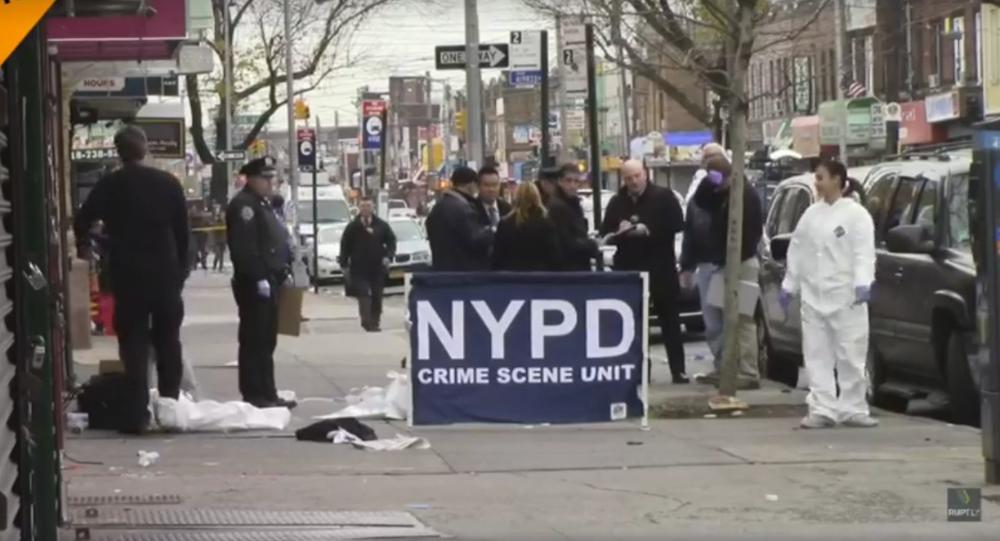 Záběry z místa událostí v New Yorku, kde vjelo auto do davu