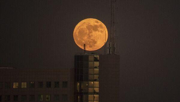 Superměsíc nad městem Netanja, Izrael - Sputnik Česká republika