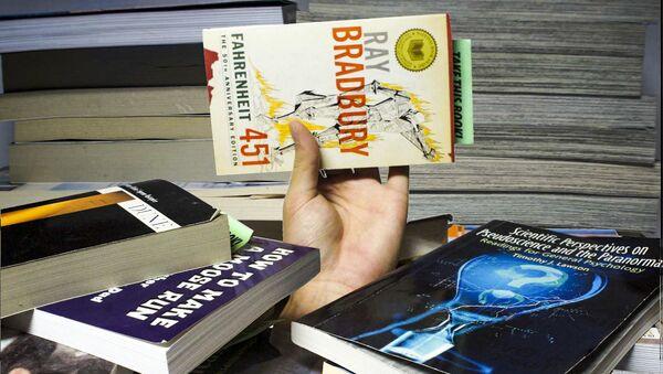 Kniha Raye Bradburyho 451 stupňů Fahrenheita - Sputnik Česká republika