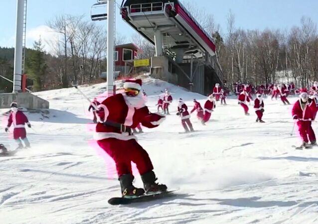 Lyžovačka Santa Clausů