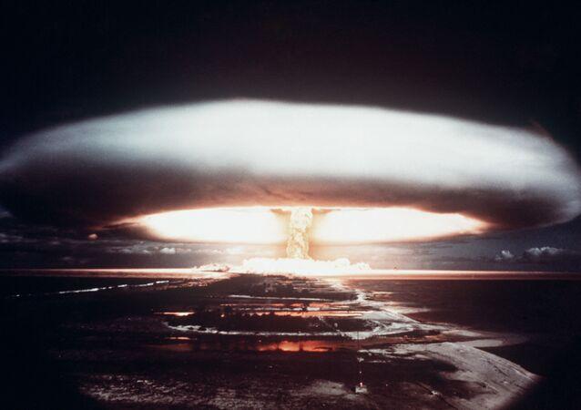 jaderné testy