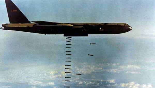 Bombardování během valky ve Vietnamu - Sputnik Česká republika