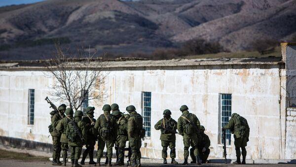 Vojáci vedle Simferopole - Sputnik Česká republika
