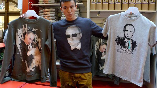 Prodej triček s Putinem - Sputnik Česká republika