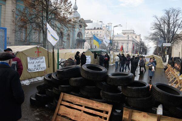 Stoupenci Michaila Saakašviliho v stanovém táboru před budovou ukrajinské Nejvyšší rady v Kyjevě - Sputnik Česká republika