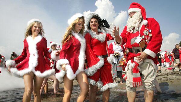 Dívky v kostýmech Santa Klause - Sputnik Česká republika