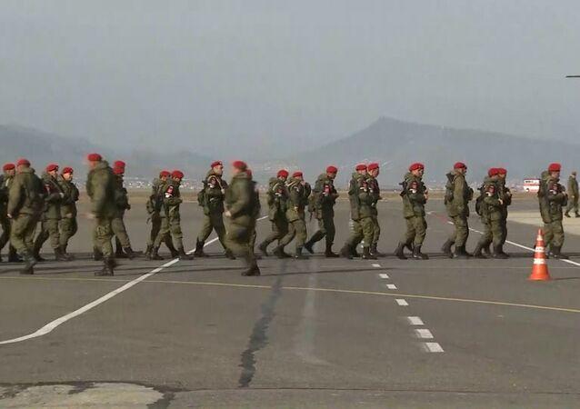 Ruští vojáci se vrátili ze Sýrie
