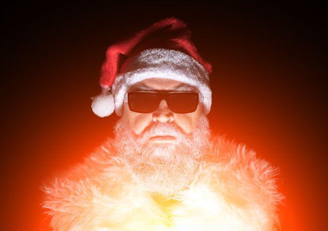 Santa Klaus v slunečních brýlích