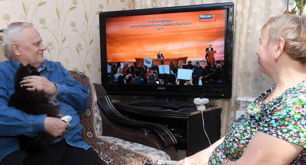 Důchodci sledují Putinův projev