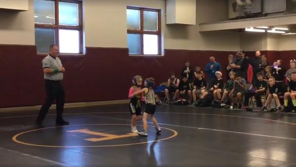 V USA se předškolák zastal sestry během soutěže v zápasu - Sputnik Česká republika