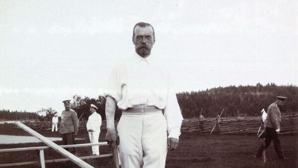 Ruský car Mikuláš II. s tetováním draka na pravém předloktí - Sputnik Česká republika