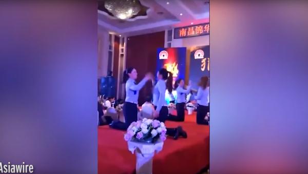 Masové bití čínských pracovnic se dostalo na video - Sputnik Česká republika