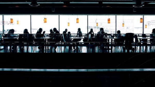 Lidé v kavárně - Sputnik Česká republika