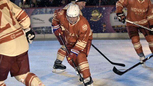 Vladimir Putin hrál hokej na Rudém náměstí - Sputnik Česká republika