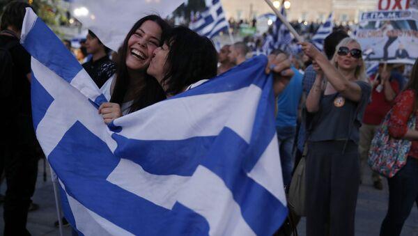 Řeci slaví výsledky referenda v centru Athén - Sputnik Česká republika