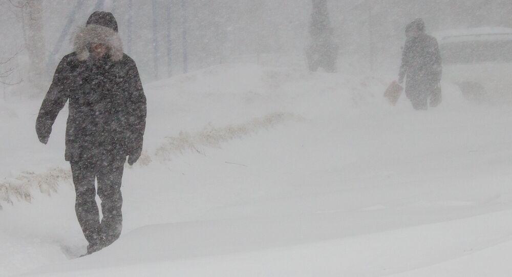 Obyvatelé Južno-Sachalinsku během bouře