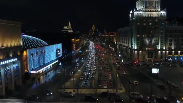 Kouzlo svátku: Moskva se připravila na Nový rok a v noci vypadá jako město z pohádky - Sputnik Česká republika