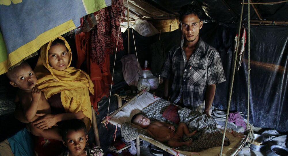 Běženci z etnické skupiny Rohingů v táboře na hranici Myanmaru a Bangladéše
