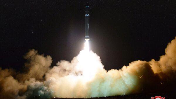 Raketa Hwasong-15 - Sputnik Česká republika
