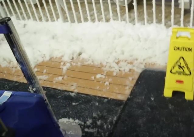 Cyklónová bomba: cestující výletní lodě zveřejnil video hrozivé bouře