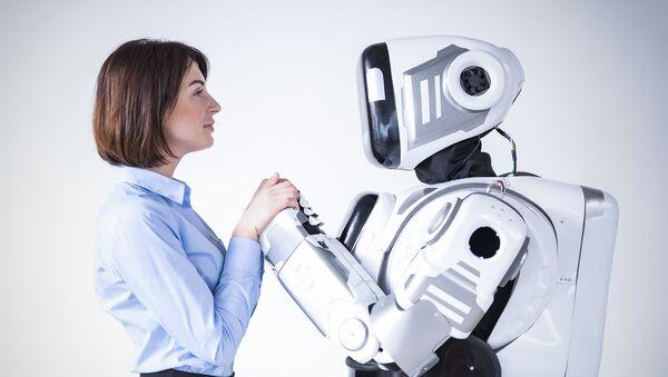 Молодая женщина с роботом - Sputnik Česká republika