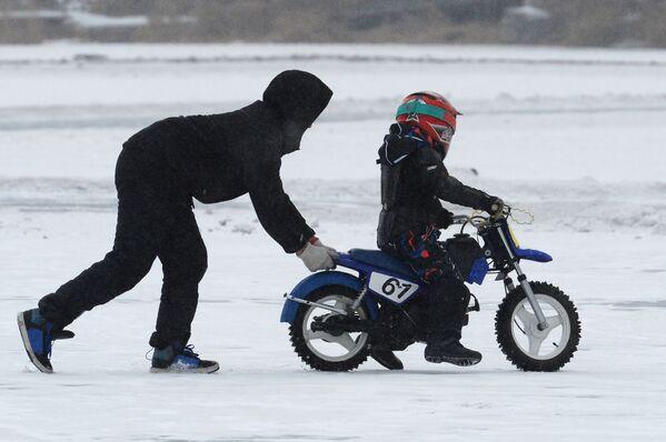 Led a gumy: motocyklové závody na ledu ve Vladivostoku - Sputnik Česká republika