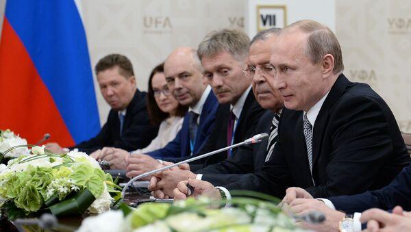 Vladimir Putin během setkání se Si Ťin-pchingem v Ufě - Sputnik Česká republika