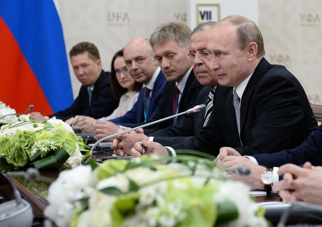 Vladimir Putin během setkání se Si Ťin-pchingem v Ufě