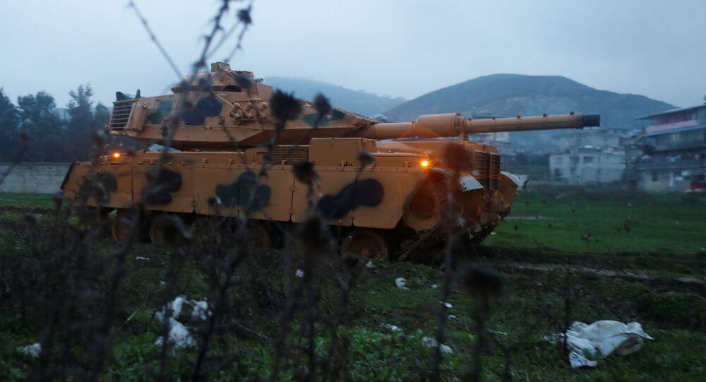 Turecký tank na hranici se Sýrií