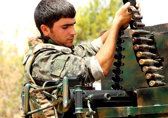 Příslušník kurdských Lidových obranných jednotek. Ilustrační foto