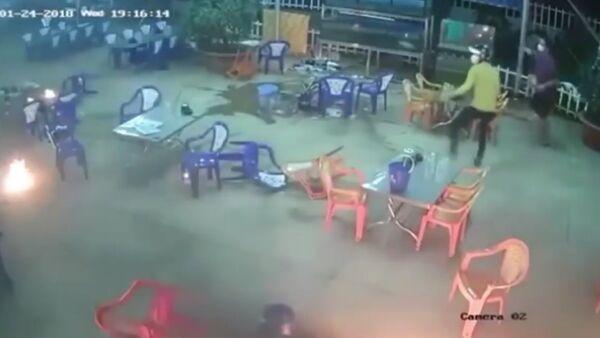 Masová rvačka ve vietnamské restauraci se dostala na video - Sputnik Česká republika