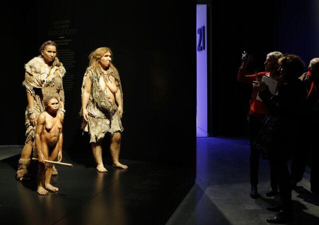 Pravěcí lidé v Musee des Confluences, Lyon