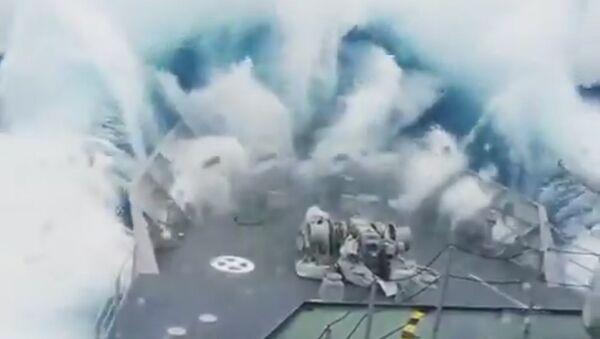 Vlna, která pohltila vojenskou loď, byla natočena na video - Sputnik Česká republika